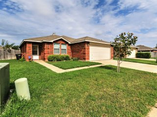 Fort Worth Home- Near Downtown & Convention Center