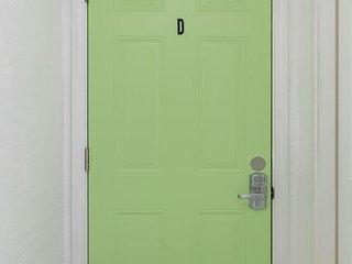 2 bedrooms/1 kitchenette