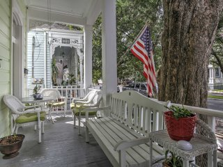 Historic Algiers Point 2BR B&B Home w/Cook School!