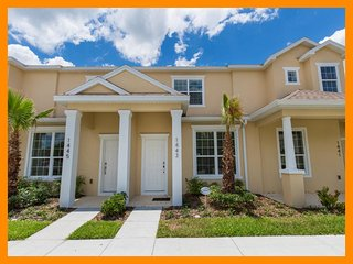 The Retreat 10 - Premium townhouse with shared pool near Disney