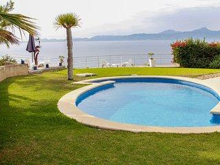 Blue Bay Villa with Impressive Sea Views