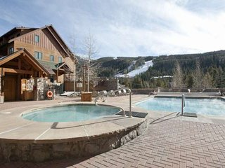 King Bed - Next To Gondola In River Run Village! Year-Round Pool/HOT TUB Heated