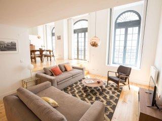 Spacious Santa Catarina Modern apartment in Bairro Alto with WiFi.