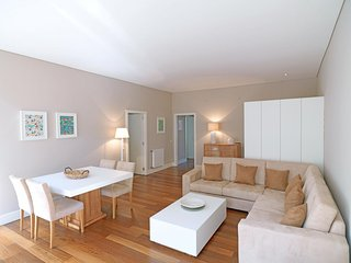 Spacious Bright Trindade Coelho  apartment in Se with WiFi.