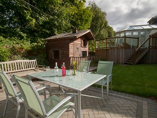 Viewfield House West End Holiday Home. Modern & Spacious.