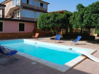 Appartamento in villa rossa Seleno con piscina