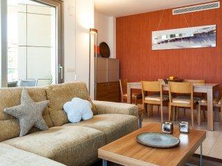 Salón comedor con acceso a terraza exterior.