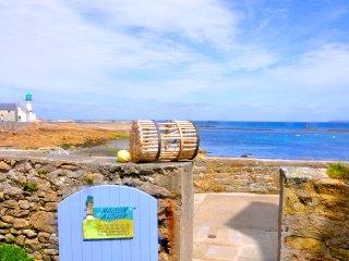 Maison sur l'île de sein, les pieds dans l'eau, pouvant accueillir 12 personnes