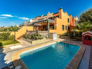 Villa with a private pool!