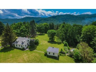 Lorch's Hill: Secluded Vacation Home on 140 Acres... With Pool!
