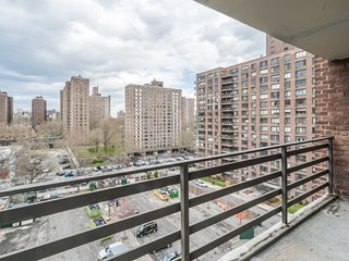 7P-UWS-COLUMBUS AVE-3BR-BALCONY-DOORMAN