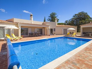 Casa Comprida, well equipped and a great family villa with heatable pool