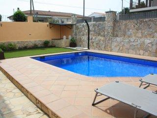 Casa familiar con piscina y WIFI.