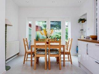 Veeve - Knighton Park House