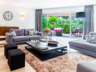 Spacious 3 Bedroom Croisette Apartment, Private Garden, Opposite Beach, Sleeps 6