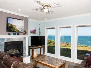 Ebb Tide - Oceanfront Condo, Hot Tub, Indoor Pool, Wifi & More!