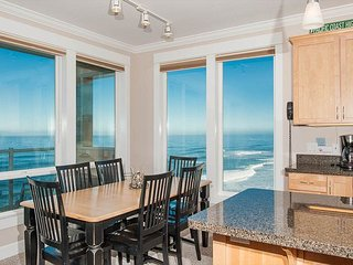 Starfish Escape - Corner, Top Floor Oceanfront Condo, Private Hot Tub, Pool!
