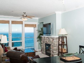 The Tides - Top Floor Oceanfront Condo, Private Hot Tub, Indoor Pool, Wifi!