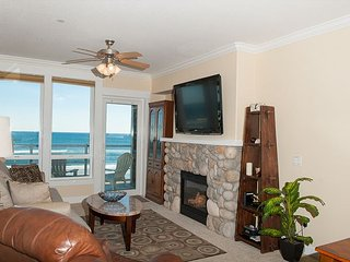 Sea Dreams - 2nd Floor Oceanfront Condo, Private Hot Tub, Indoor Pool, Wifi!