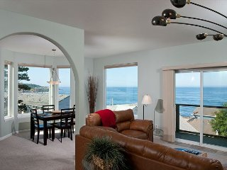 Snuggle Inn - Spectacular Ocean View Condo - HDTVs, WiFi & More!