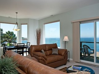 Snuggle Up - Top Floor Oceanview Condo - HDTVs, WiFi & More!