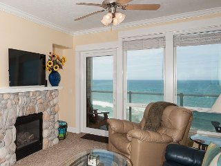 Oceanfront Vista- Top Floor Oceanfront Condo, Private Hot Tub, Indoor Pool, Wifi