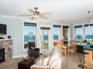 Sand Dollar - Corner Oceanfront Condo, Private Hot Tub, Indoor Pool, Wifi!