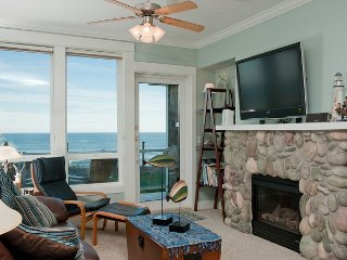 Seascape - Oceanfront Condo, Private Hot Tub, Indoor Pool, Wifi & More!