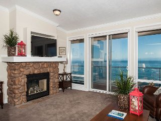 Admiral's Getaway - Top Floor Oceanfront Condo, Hot Tub, Pool, Wifi & More!