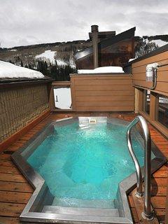 Outdoor hot tub.