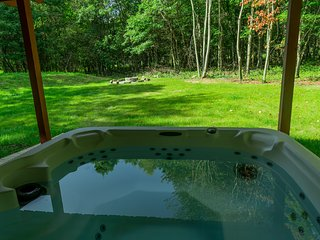 MINUTES TO WATER PARKS & CASINO~OUTDOOR HOT TUB~SAUNA~GAME ROOM~SLEEPS UP TO 20