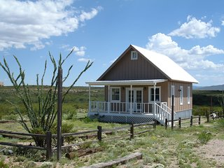 Tombstone Silver Nickel Cabin - 'Tiny House with a BIG View'