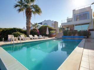 4 Bed Villa With Infinity Pool, Hot Tub And Games Room right on the Sea Front!