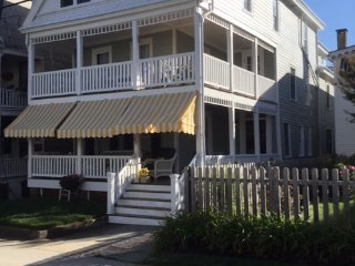 25 Windsor Ave +-1/2 block to beach