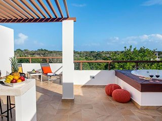 Penthouse TAO Inspired - Bahia Principe - 2 BED/2 BATH