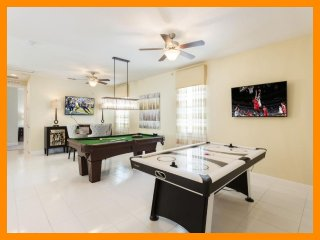Encore Resort 265 - villa with private pool, game room and free shuttle to parks