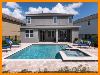 Encore Resort 136 - Premium villa with private pool and free shuttle to parks