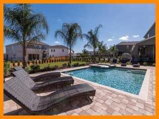 Encore Resort 108 - Superior villa with pool, game room and free shuttle to park