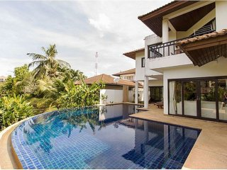 Homely 4 Bedroom Villa with Pool- Close Beach PB