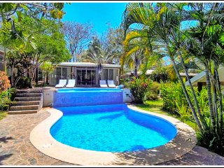 Villa Coco Bolo: Chic! 150 meters to beach,  cascading pool, free wifi!