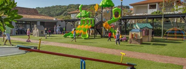 Bushbuck Clubhouse - restaurant with tennis courts, cricket nets, trampolines, jungle gyms etc.