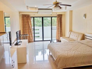 322 South Pattaya Condo Garden and Pool View Near Walking Street Free WIFI Cheap