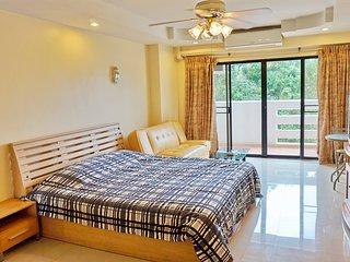 321 South Central Pattaya Pool Garden View WIFI with Parking and Large Pool