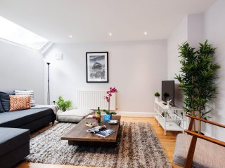 Yeldham Road Gem apartment in Hammersmith with WiFi & priveterras.