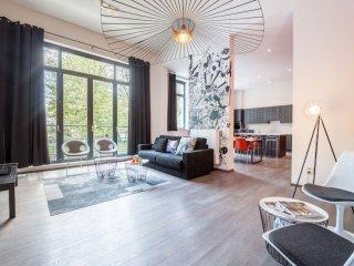 Spacious Berlaymont 201 apartment in European Quarter with WiFi & lift.
