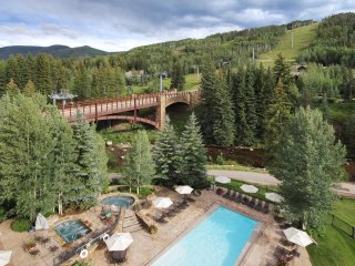 One of a kind 3Br Residence w/ Unforgettable Mountain Views