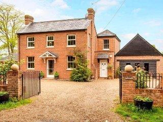 Attractive Victorian Farmhouse - rural views