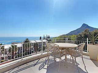 Spacious  Max 10 Guest Camps Bay Villa 10 Min walk to Beach