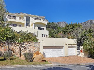 Camps Bay Large 5 Bedroom Villa 10mins walk to Camps Bay Beach