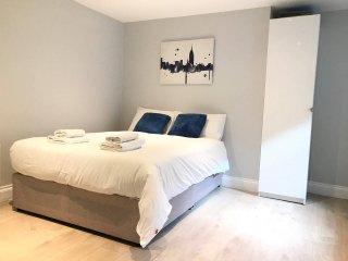 2 bed apt  24 Gardiner Street Upper